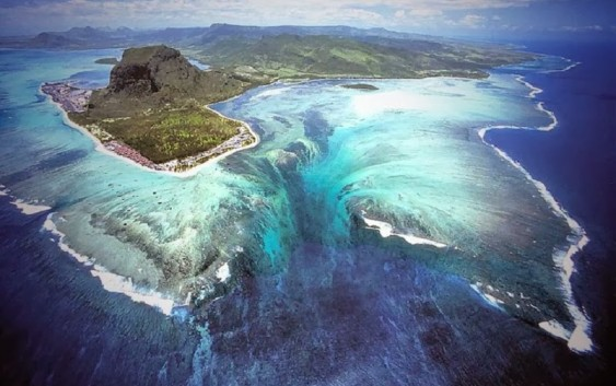 2018/02/17発『モーリシャス「海の中に見える滝」とレユニオン国立公園』 NEW!