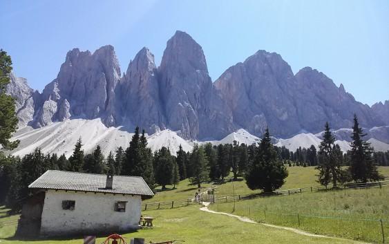 Fin.チロル・ゆったりハイキングとドロミテ最奥の村