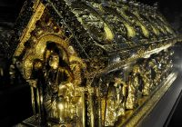 Column西ボヘミアの森の奥深く、ベチョフ城に眠る秘宝《聖マウロの遺物箱》
